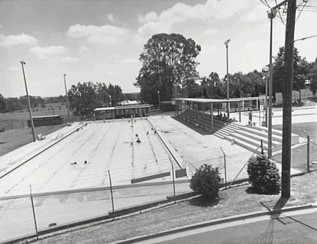Camden War Memorial Pool , 1995.