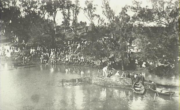 Swimming Carnival in Nepean River, 1910.