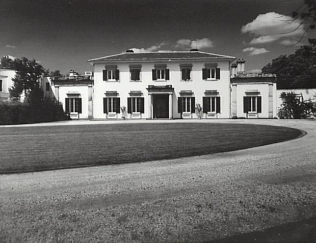 Camden Park House with single storey wings