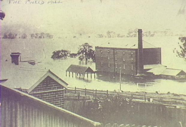 Thompson's Mill inundated by the flood of 1898. Copyright: Camden Historical Society.