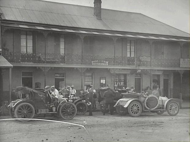 The Plough and Harrow (at one point the Argyle Inn). Drivers taking part in a Rally (note the numbers on the cars). Copyright: Camden Historical Society.