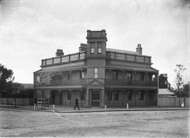 The Woolpack Inn after it had been converted to the Bank of NSW. c.1900. Copyright: Camden Council Library Service.