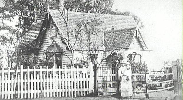Gatehouse at Harrington Park, 1880s. Copyright: Camden Council Library Service.